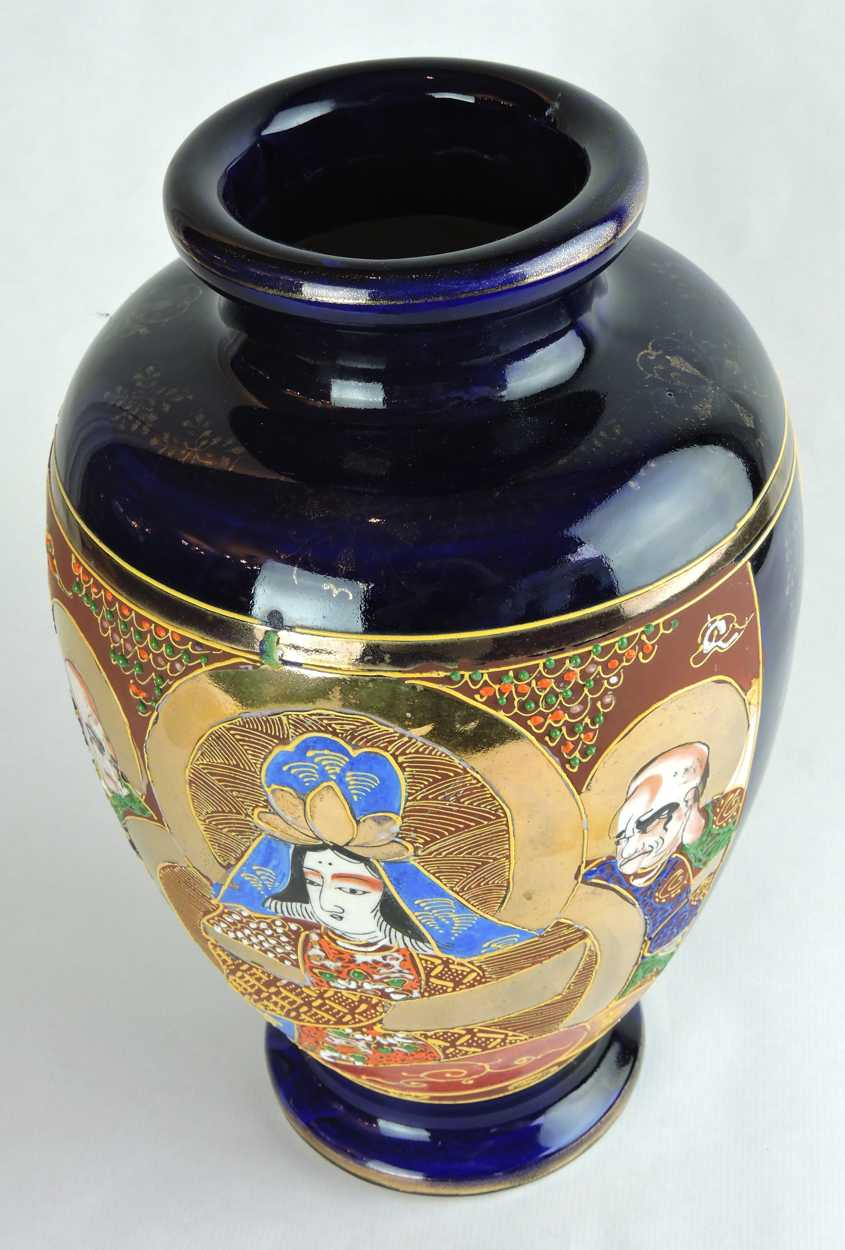 Early 20th Century Hand Painted Satsuma Vase With Japanese Figural Scene Bernardis Antiques