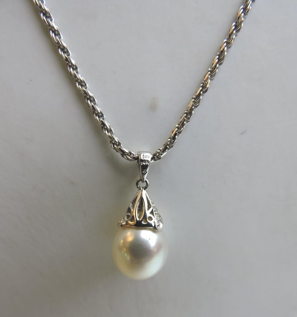 jewelry - whitegoldpearldropnecklace-02.jpg