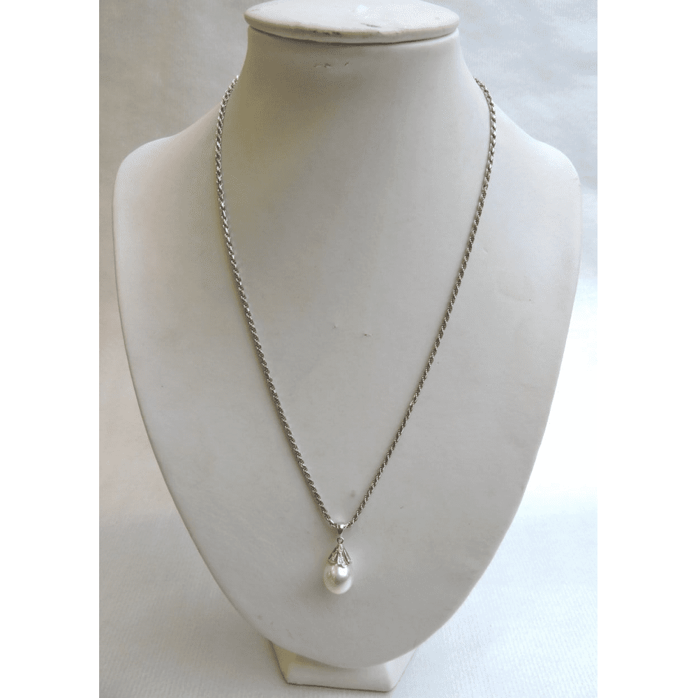 jewelry - whitegoldpearldropnecklace-04.jpg