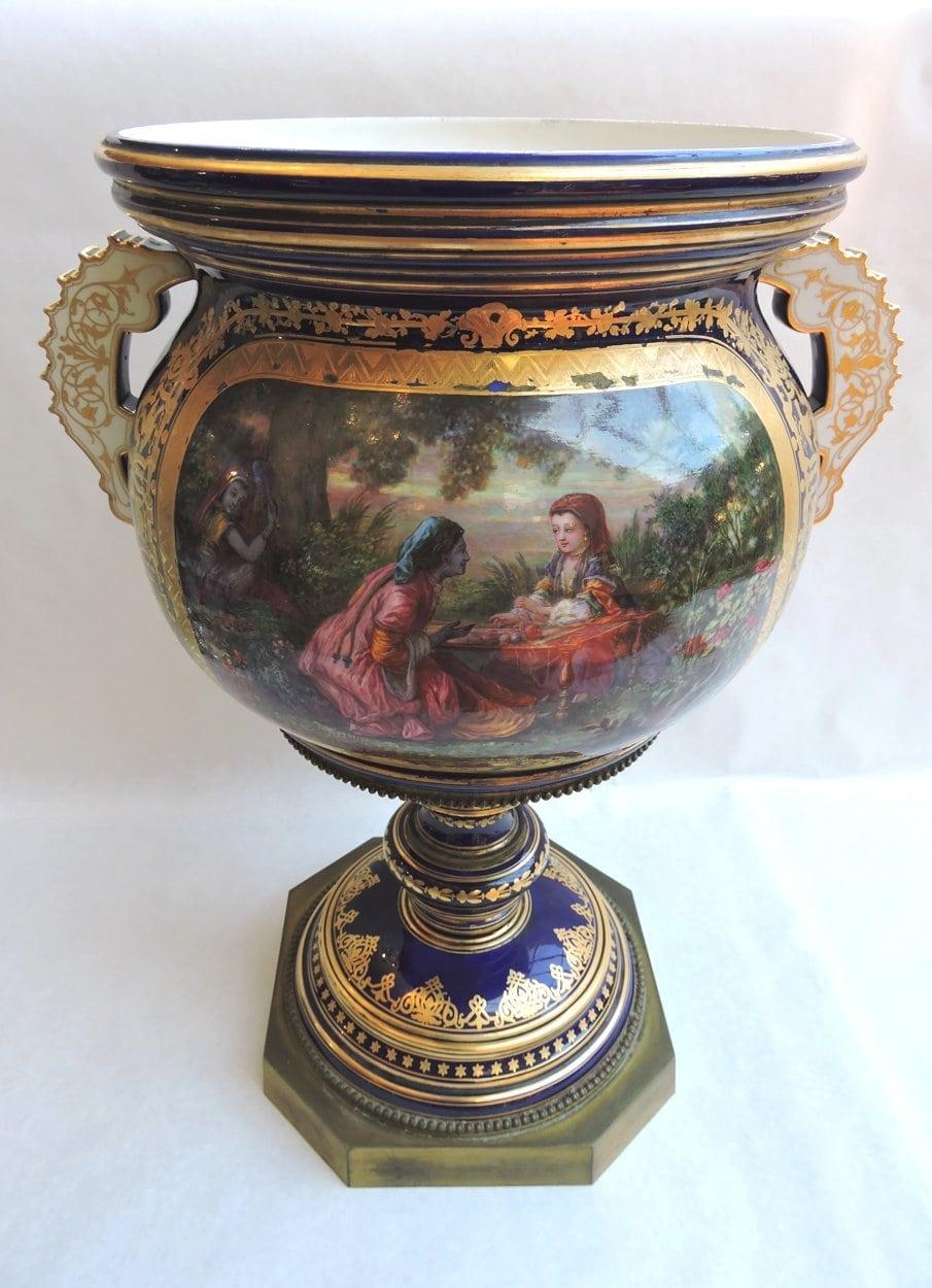 porcelain - largesevresglobevase-01.jpg