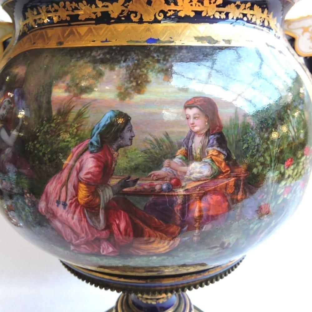 porcelain - largesevresglobevase-03.jpg