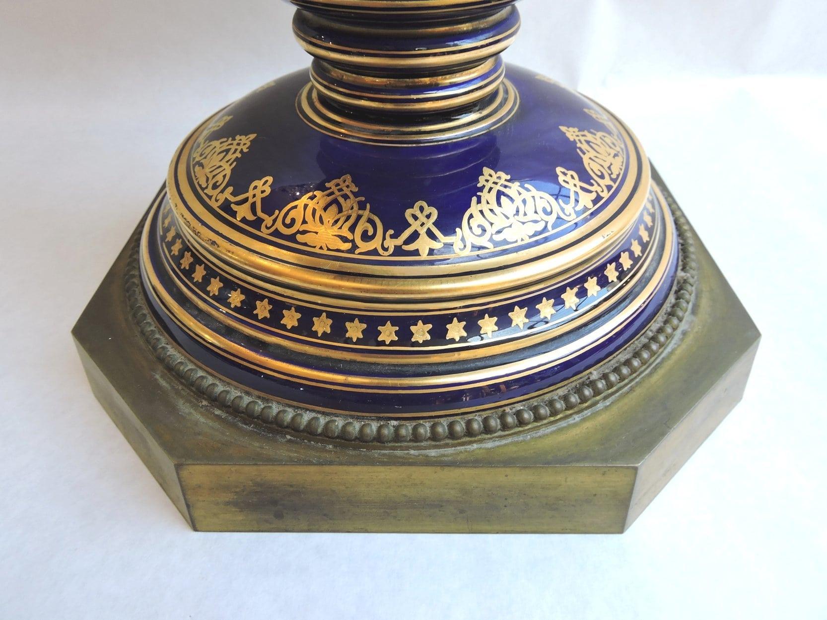 porcelain - largesevresglobevase-05.jpg