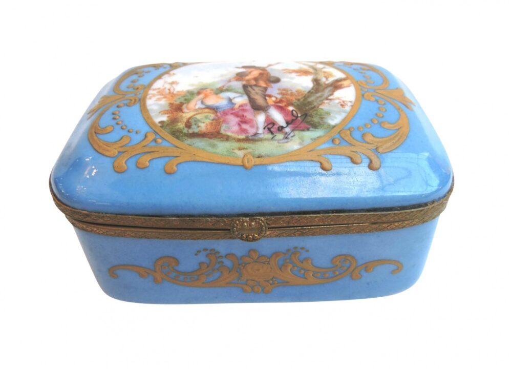 porcelain - smallfrenchporcelainbox-00-1.jpg