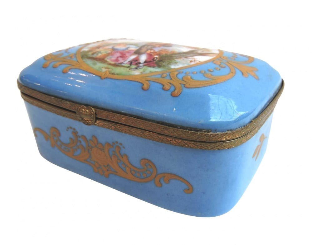 porcelain - smallfrenchporcelainbox-02-1.jpg