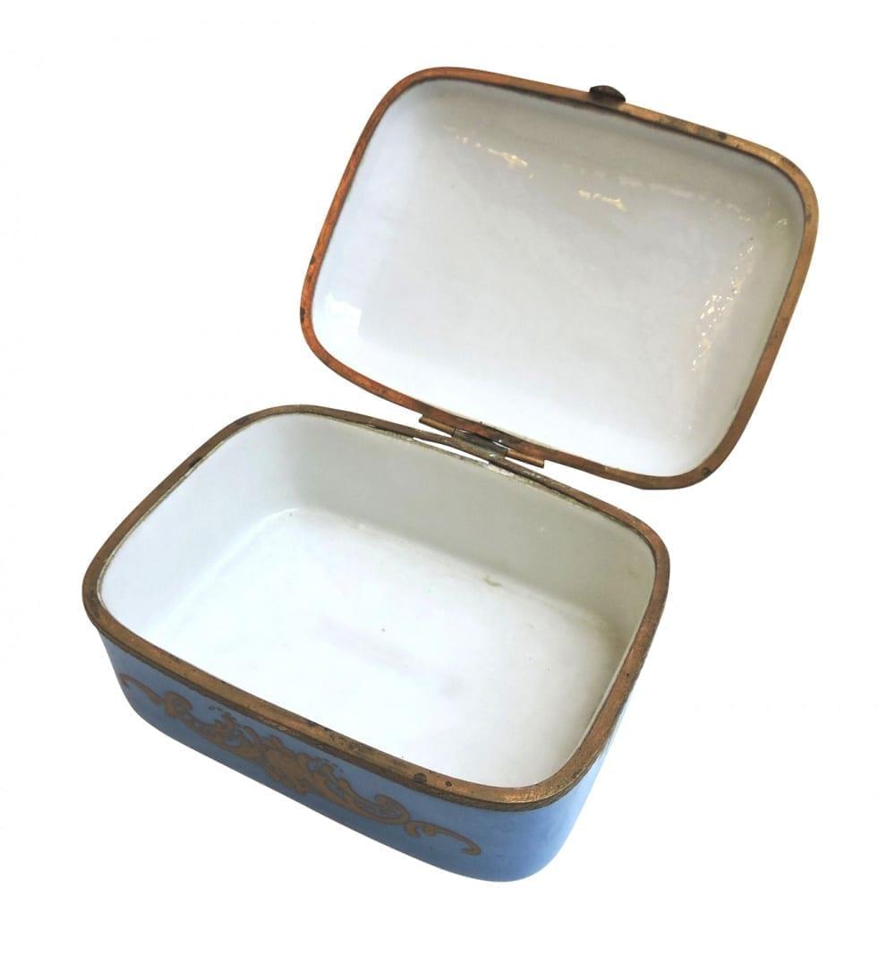 porcelain - smallfrenchporcelainbox-03-1.jpg