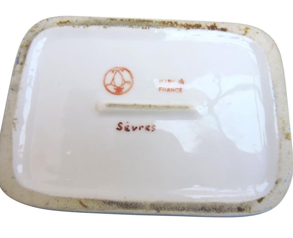porcelain - smallfrenchporcelainbox-04-1.jpg