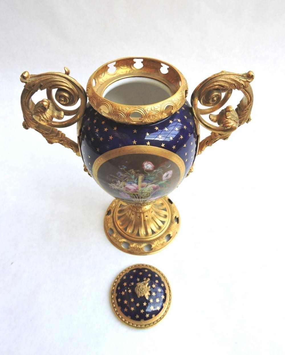 porcelain - smallsevresvase-10.jpg