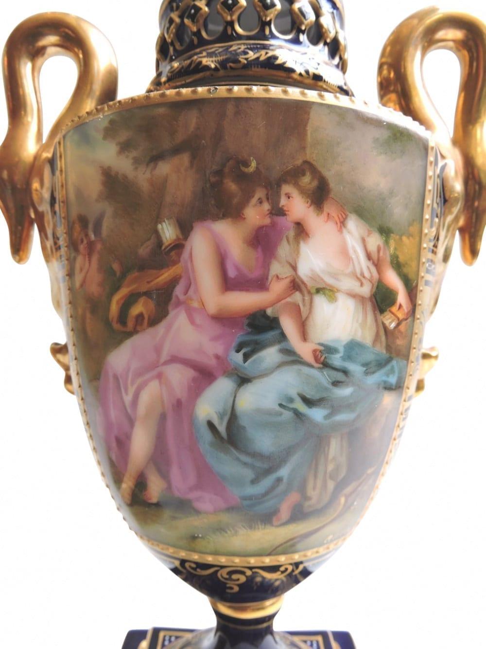 porcelain - viennaurns-03.jpg